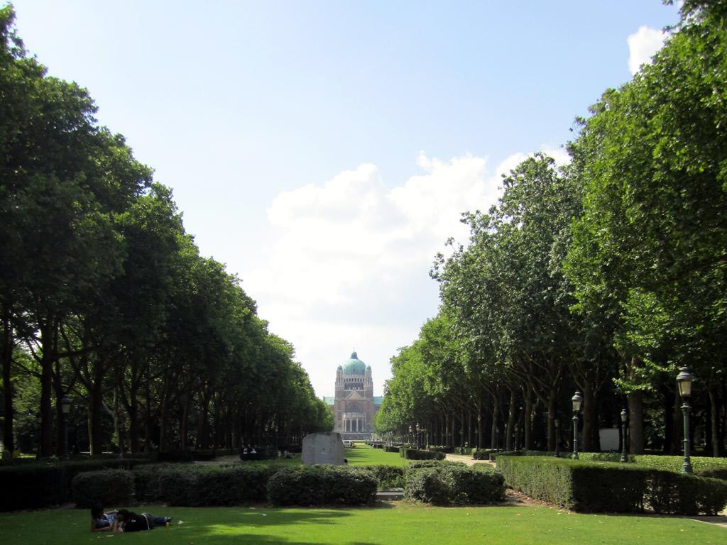 Imagen de Oropesa en Bruselas en el parque de la Basílica Sacre-Coeur