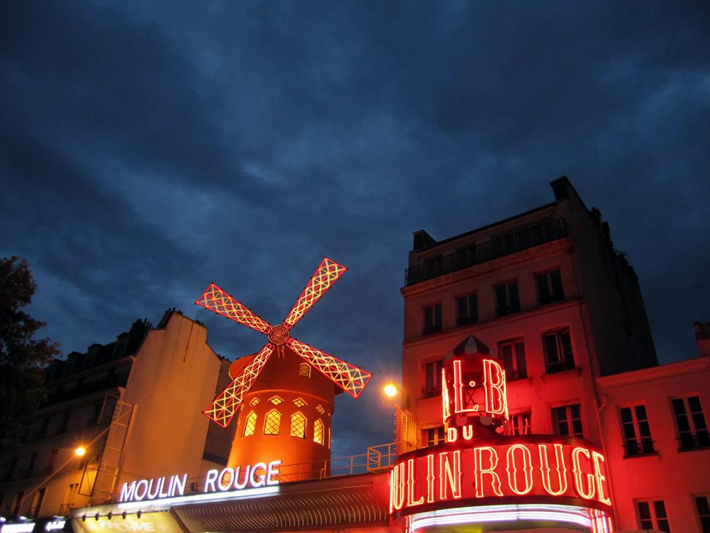 Imagen de Oropesa en Paris Moulin Rouge